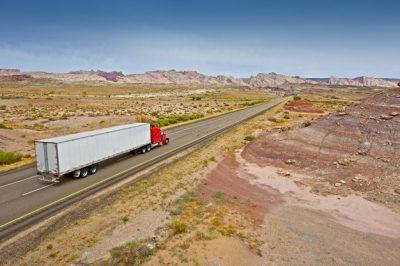 camion-carretera-utah_1426-18